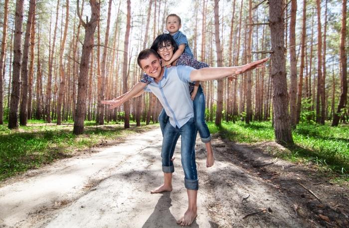 Family enjoying Daylight Savings Time - Universal Time Link - UTTP
